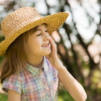 Девочка в соломенной шляпке :: Валентин Наталенко