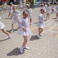 Варя на дне города Тихорецка 6 июня 2015 года :: Галина Григорьева