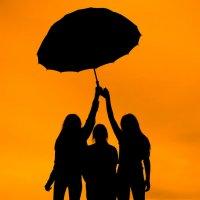 Трое под зонтом :: Анна Никонорова