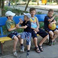 Мальчишки из соседнего двора :: Нина Корешкова