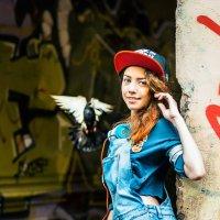 Девушка и голубь :: Nina Zhafirova