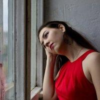 """""""…Она стояла у окна и вдаль задумчиво глядела.."""" :: Любовь Стаценко"""