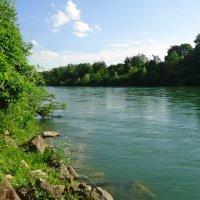 Река раскинулась. Течёт, грустит лениво И моет берега́.... :: Galina Dzubina