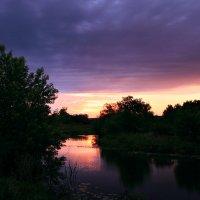 Выткался над озером алый свет зари... :: Евгений Юрков