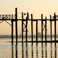 Мост У Бейн. Озеро Таунтаман. :: Олег Грачёв