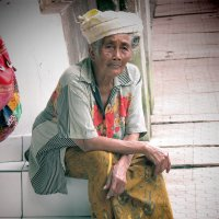 grandmother in Ubud :: Andrey Shayakhmatov