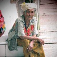 grandmother in Ubud :: Andrey Shayakhmatov