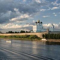 Псковский Кремль :: Павел Дунюшкин