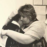 Любимая ученица уезжает навсегда... Даже самый строгий учитель умеет плакать :: Remian Mad