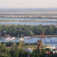 Зеленый Ростов. около шести вечера :: Леонид
