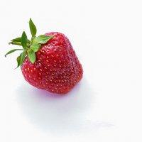 Сладкая ягодка :: Tatsiana Latushko