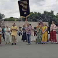 Кришнаиты на Пресне танцуют и поют :: Владимир