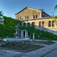 Итальянский дворик в Херсонесе :: Игорь Кузьмин
