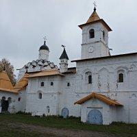 Церковь Покрова Пресвятой Богородицы (Покровская церковь), 1533 г.  с трапезной :: Елена Павлова (Смолова)