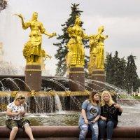 Три девицы... :: Денис Быстров