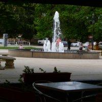 Плеск фонтана... Укромный столик... :: Юлия Бабитко