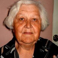 Ей за 80 :: Лебедев Виктор