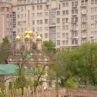 Старое и новое. Новая церковь у Патриаршьего моста :: Владимир Болдырев
