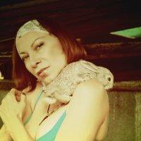 Девушка с крольчонком.. :: Елена
