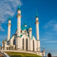 Юная художница у мечети Кул Шариф :: Владимир Клещёв