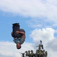 Паркур у Триумфальной арки :: Вера Моисеева