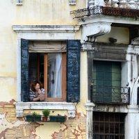Утренний перекур в Венеции :: Николай Танаев