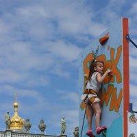 Маленькая скалолазочка! :: Вера Моисеева