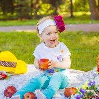 Вся радость жизни умещается в улыбке ребенка! :: Юлия Шторм