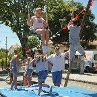 Дети и их родители на празднике в школе :: Елена Мартынова
