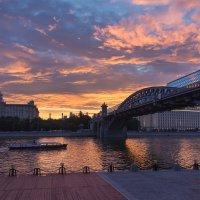 Городской закат :: Андрей Шаронов