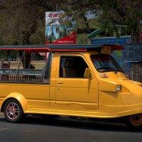 Жёлтое такси :: Евгений Печенин