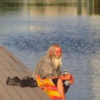 Старик и пруд :: Андрей Лукьянов