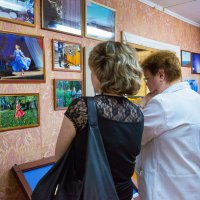 На фотовыставке :: Валентин Кузьмин