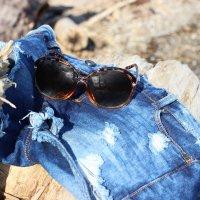 Трусы и рубашка лежат на песке..) :: Елена Прихожай