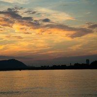 Закат над Дунаем :: Алена Рощупкина