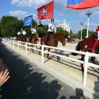 с улыбкой и флагом России :: Олег Лукьянов