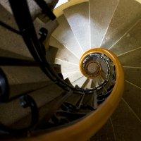 Вниз по лестнице, ведущей вверх :: Алексей Окунеев