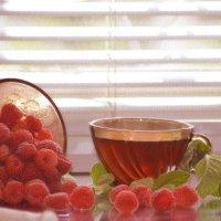 Чай с мятой и малиной :: galina tihonova