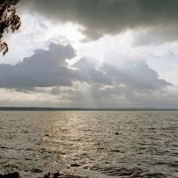 Озеро после грозы. :: Юрий Шувалов