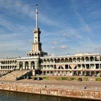 Северный речной вокзал :: Александр Сивкин