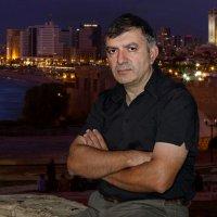 Портрет на фоне ночного города :: Lidiya Dmitrieva