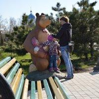 Мама с дочкой на прогулке)) :: Александр Кузин