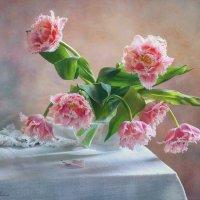 Тюльпаны в вазе :: Elena Lo