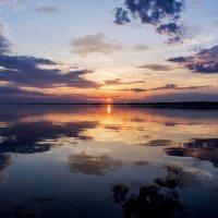 sunrise over the lake :: Dmitry Ozersky