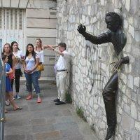 Человек, проходящий сквозь стену :: Elen Dol