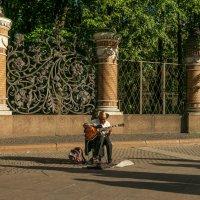 музыкант и тени :: Алексей Кошелев