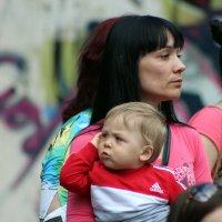 """""""Алё,пап, я с мамой гуляю... """" ))) :: Дмитрий Иншин"""