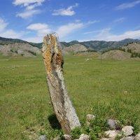 Древняя надгробная стелла (балбал) в долине Уч Энмек :: Наталия Григорьева