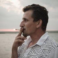 Человек, который выкурил солнце. :: Александр Ивашков