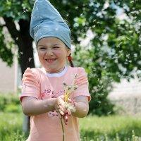 Пришел июнь. «Июнь! Июнь!» - В саду щебечут птицы. На одуванчик только дунь - И весь он разлетится. :: Наталья Лачкова
